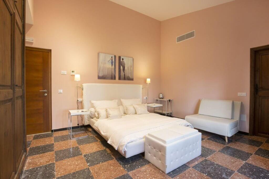 Großes Doppelzimmer: Doppelbett