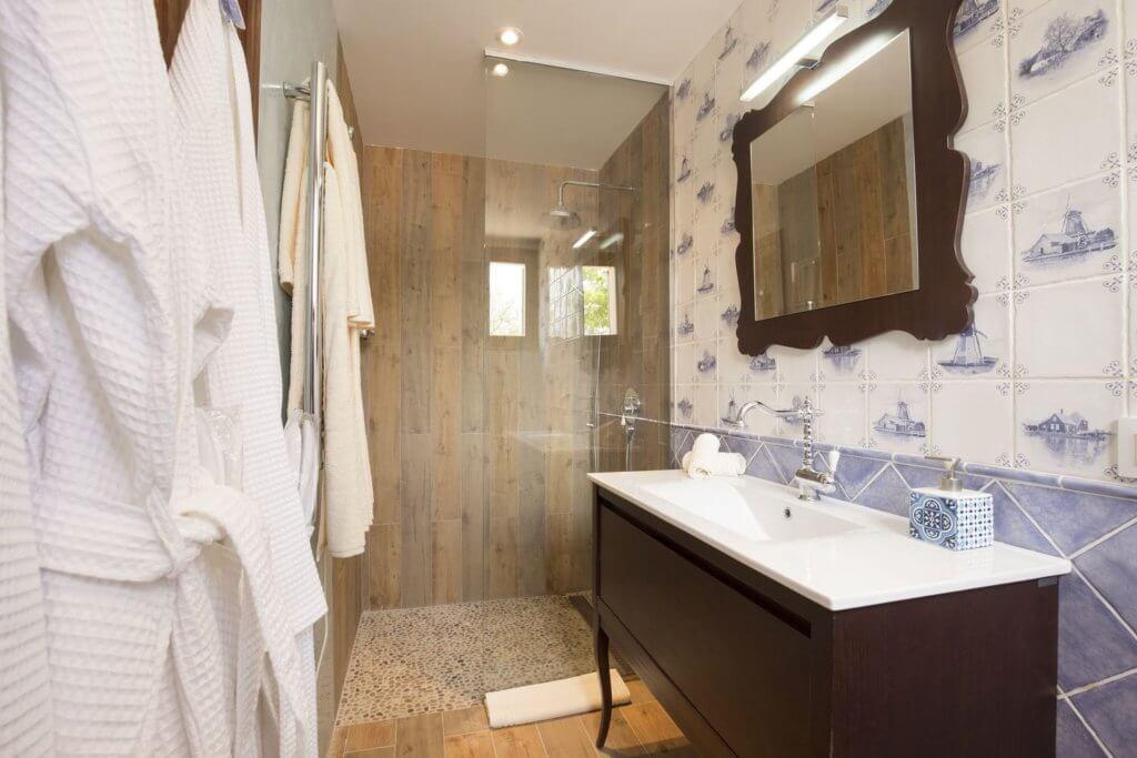 Großes Doppelzimmer - Das Badezimmer
